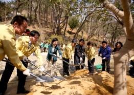 부산 북구, 미세먼지 저감을 위한 나무심기 행사 열어